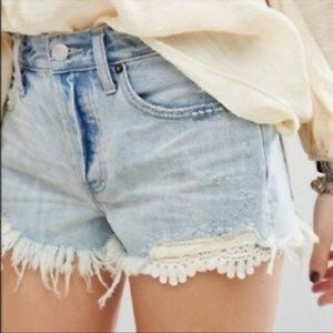 FREE PEOPLE Daisy Chain Denim Lace Shorts 24